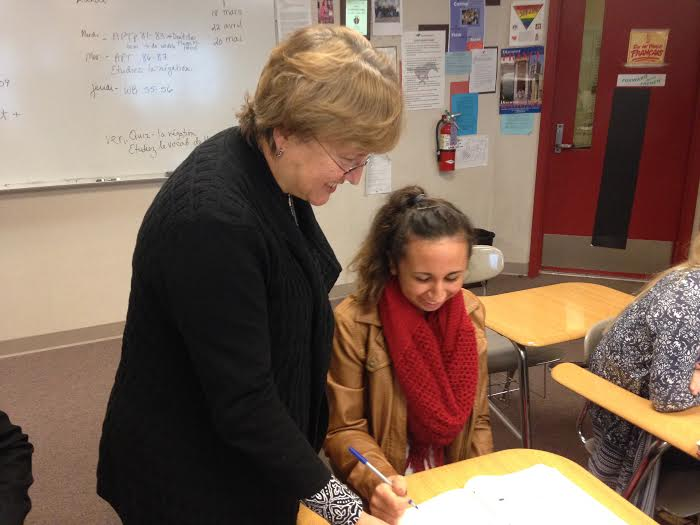 Mrs.+Judy+Uriarte%2C+French+teacher%2C+helps+Maddie+Petrush%2C+junior%2C+with+an+assignment.+Uriarte+is+an+avid+supporter+of+block+scheduling.